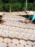 Làng nghề bánh phồng Phú Mỹ tất bật đón tết