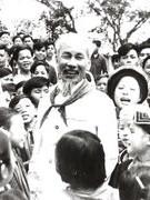 Khải Định – Hình tượng đáng cười trong văn xuôi Nguyễn Ái Quốc
