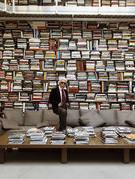 """Sách - niềm say mê mãnh liệt của """"huyền thoại thời trang"""" Karl Lagerfeld"""