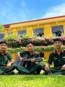Ba anh em sinh 3 cùng tốt nghiệp Trường Sĩ quan Thông tin