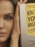 Angelina Jolie ra mắt sách về quyền trẻ em