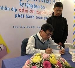 """Tác giả """"Cảm ơn người lớn"""" ký tặng sách và giao lưu cùng bạn đọc Thủ đô"""
