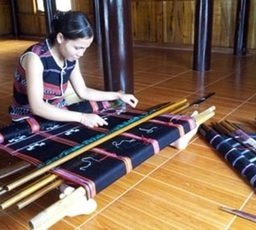 Festival brings Hue traditional craft products to the world