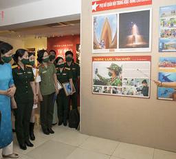 Triển lãm ảnh tôn vinh nét đẹp phụ nữ Quân đội
