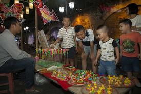 Trung thu truyền thống được tái dựng trên phố Hà Nội