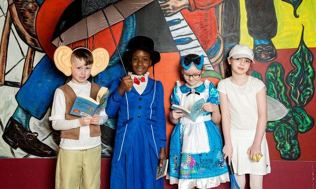 Trẻ em hóa trang thành những nhân vật yêu thích trong ngày sách thế giới 2017 tổ chức tại Glasgow