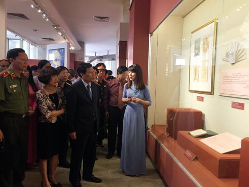 Tặng phẩm của Chủ tịch Hồ Chí Minh - Những câu chuyện chưa kể
