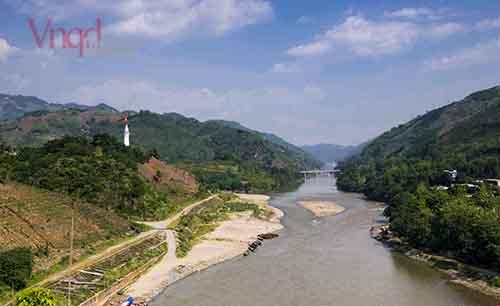 Cột cờ Lũng Pô Nơi con sông hồng chảy vào đất Việt